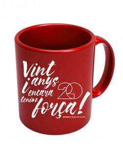 taza roja fondo blanco